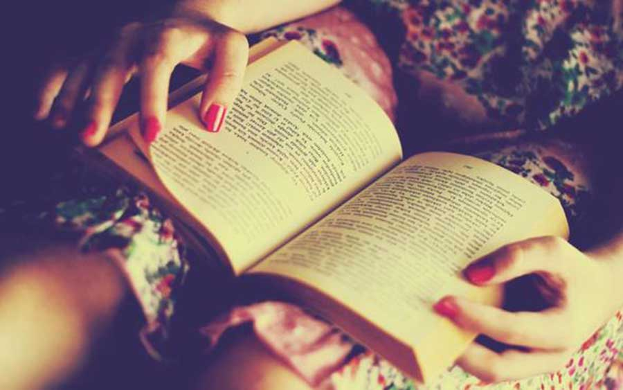 Why You Should Consider Dating A Girl Who Reads