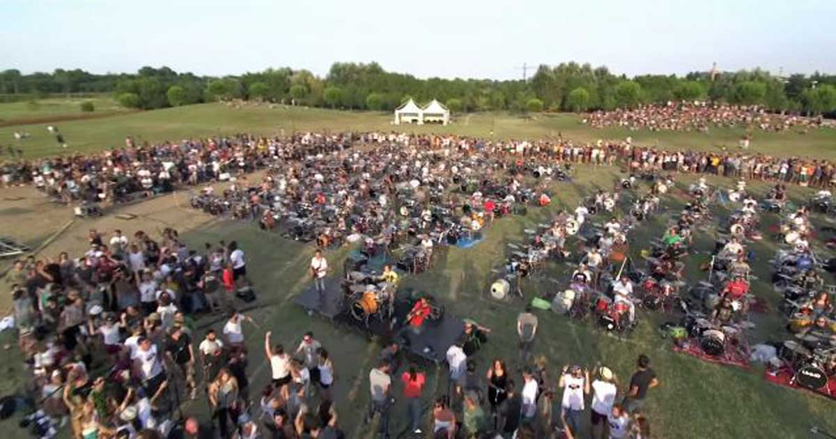 1,000 Musicians Play Foo Fighters Song to Send a Very Special Message